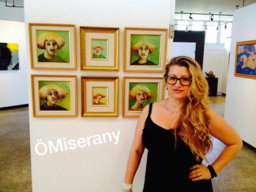 ÖMiserany avec 6 tite face couleurs présenté dans le cadre de regarde sur humain à Sutton