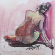 femme de dos fond rose