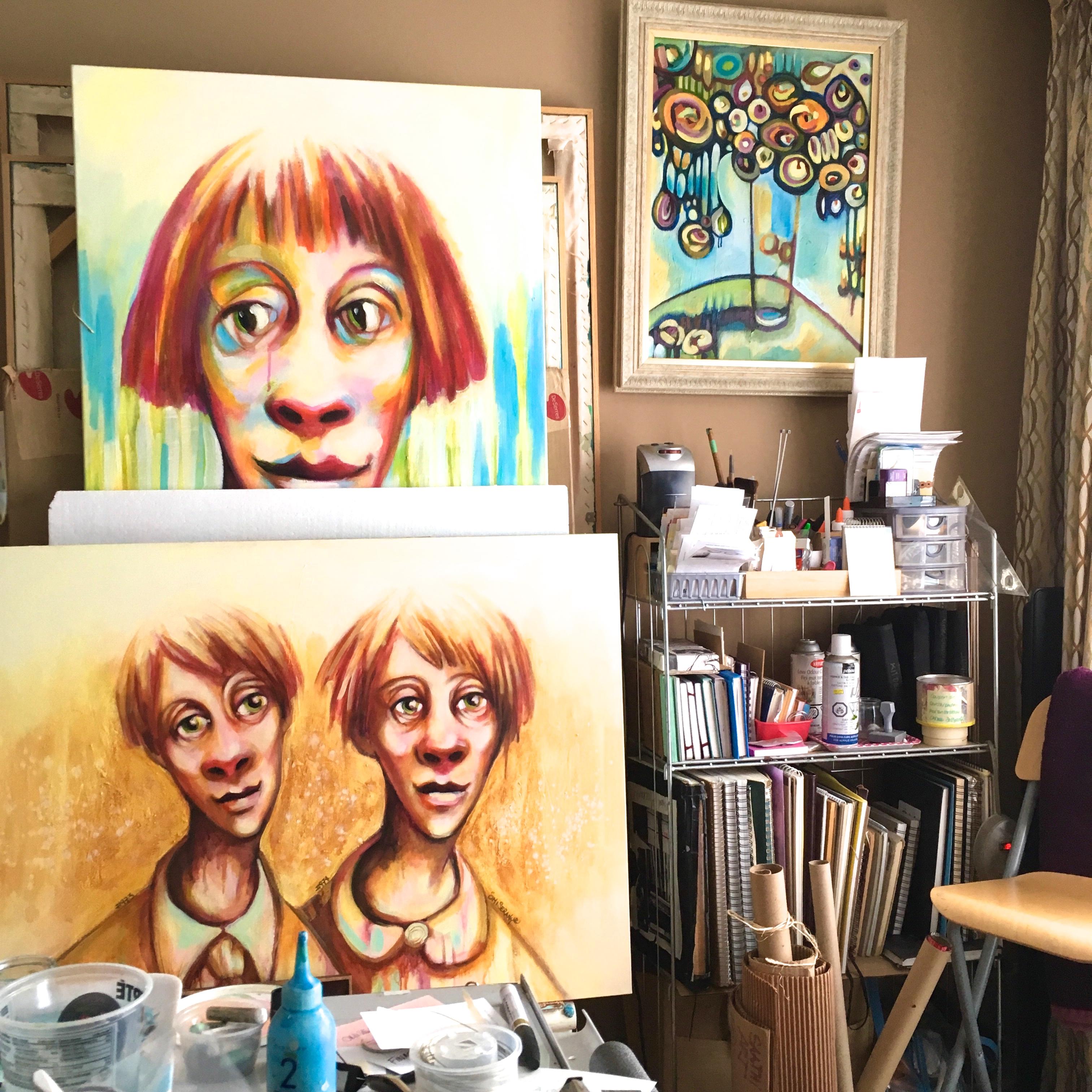 Vuvue de atelier _de ÖMISERANY toile Titeface et accumulation de carnet